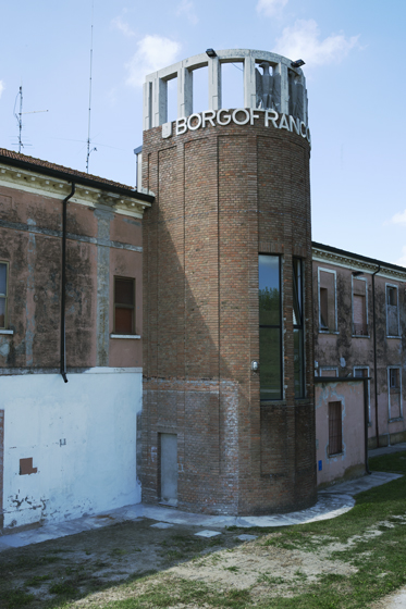 http://www.simonapaleari.com/files/gimgs/68_31asimonapaleari_v2.jpg